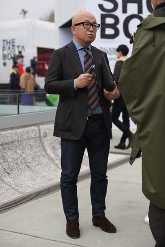 How to wear: dark brown blazer, light blue denim shirt, black jeans, dark brown suede desert boots
