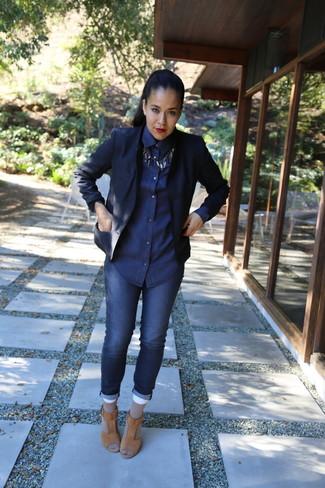 How to wear: navy blazer, navy denim shirt, navy skinny jeans, tan suede heeled sandals