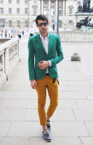 How to wear: green blazer, white dress shirt, mustard chinos, black leather boat shoes