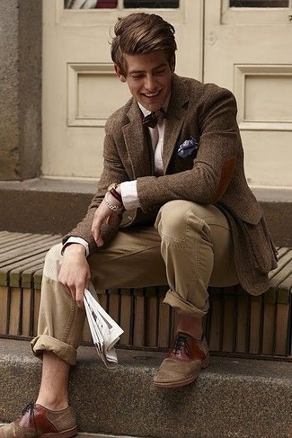 How to wear: brown wool blazer, beige dress shirt, brown chinos, brown suede oxford shoes