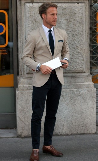 Pairing a sport coat with navy casual trousers is an on-point option for a day in the office. Complement this look with brown leather loafers.
