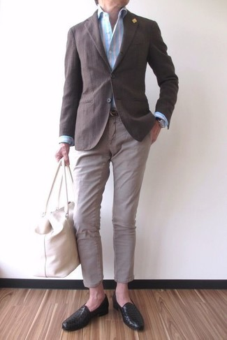 How to wear: dark brown blazer, light blue vertical striped dress shirt, beige chinos, black leather loafers