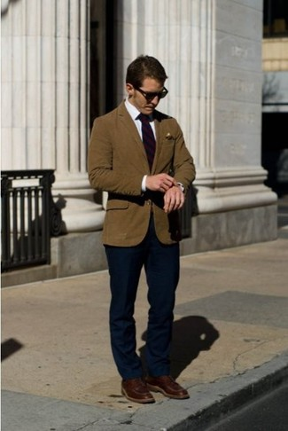No matter where you go over the course of the evening, you'll be stylishly prepared in a tobacco blazer and deep blue dress pants. Mix things up by wearing oxblood leather casual boots. With rising temperatures come warmer days and more sunlight and the need for a kick-ass look just like this one.