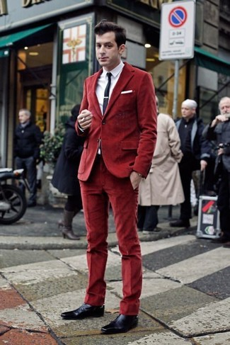 Wear a velvet coat and red velvet dress pants for a classic and refined silhouette. Channel your inner Ryan Gosling and choose a pair of navy leather oxford shoes to class up your look.