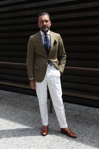 Try pairing a brown corduroy blazer with a black pocket square for a work-approved look. Round off this outfit with tobacco leather tassel loafers. No doubt, you're looking at a savvy pick for a warm hot weather day.