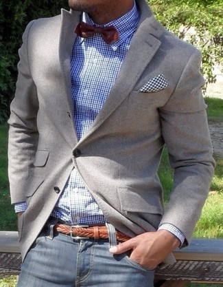 If you're a fan of classic pairings, then you'll like this combination of a grey blazer and navy jeans.