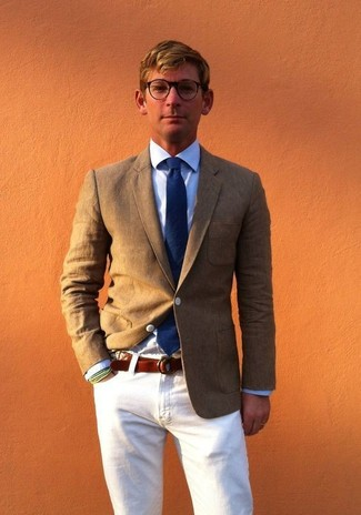 How to wear: olive blazer, light blue dress shirt, white jeans, navy tie