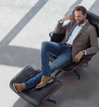 How to wear: brown blazer, light blue dress shirt, blue skinny jeans, brown leather desert boots