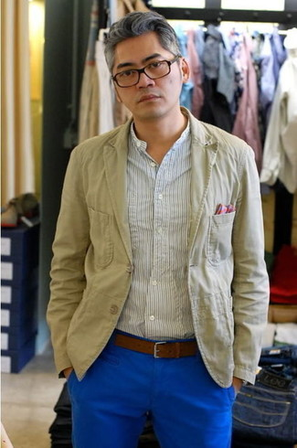 This look proves it pays to invest in such pieces as a nude suit jacket and blue casual pants. There are many ways to look great and get through the heatwave, and this here is one of them.