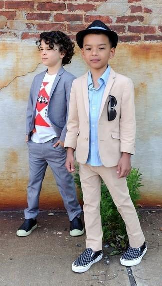 How to wear: beige blazer, light blue long sleeve shirt, beige trousers, navy sneakers