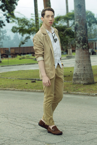 How to wear: tan cotton blazer, white short sleeve shirt, khaki chinos, brown suede driving shoes