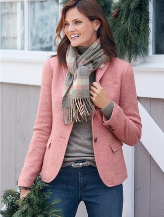 If you're on the lookout for a casual yet totally chic look, make a pink wool blazer and a grey plaid scarf your outfit choice. Both pieces are totally comfy and will look fabulous together. As you can imagine, this is also a kick-ass idea when spring comes.