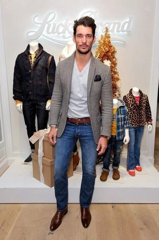 How to wear: grey wool blazer, grey v-neck sweater, blue skinny jeans, dark brown leather oxford shoes