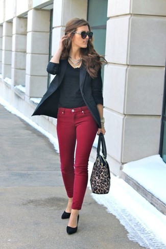 Master the effortlessly chic look in a black blazer and oxblood skinny jeans. To add oomph to your look, complement with black suede pumps. These picks will keep you comfy and stylish in summer-to-fall weather.