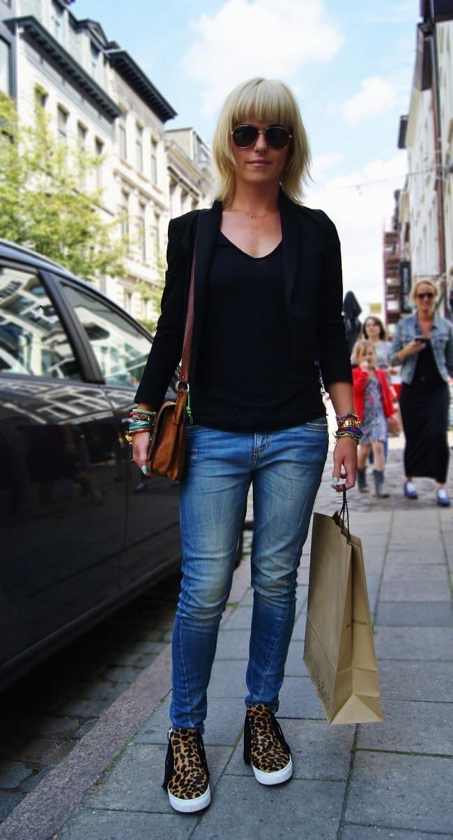 Women S Black Blazer Black V Neck T Shirt Blue Skinny Jeans Brown