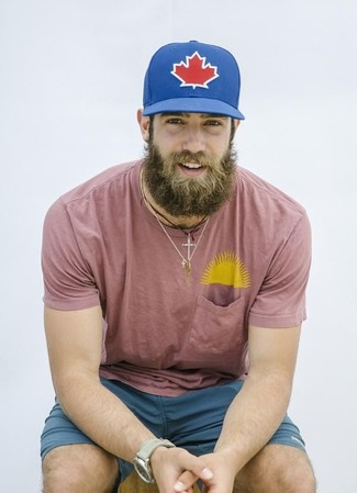 How to wear: beige watch, blue print baseball cap, teal shorts, pink crew-neck t-shirt