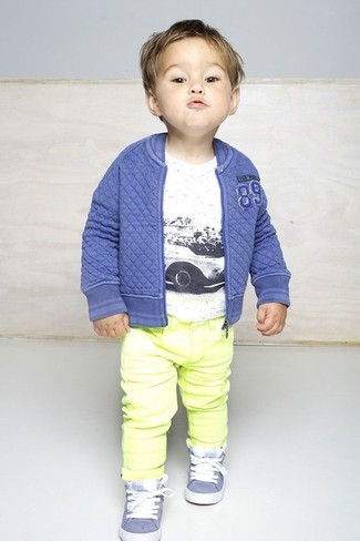 How to wear: blue bomber jacket, white t-shirt, yellow jeans, light blue sneakers