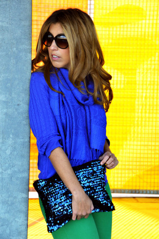 How to wear: blue cable sweater, green skinny jeans, navy sequin clutch, blue scarf