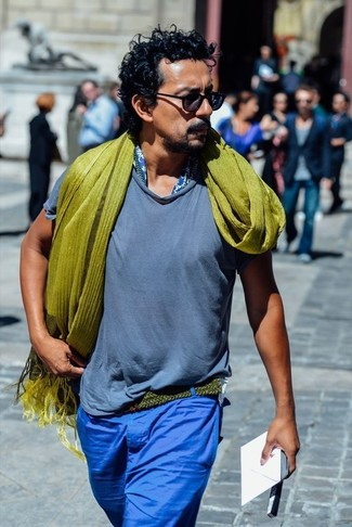 How to wear: blue crew-neck t-shirt, blue chinos, olive scarf, olive canvas belt