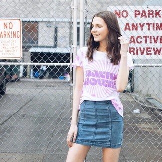 How to wear: blue denim mini skirt, light violet tie-dye crew-neck t-shirt