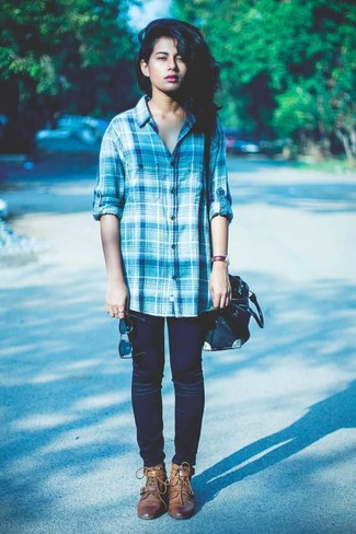 How to wear: blue plaid dress shirt, navy skinny jeans, brown leather lace-up flat boots, black leather tote bag