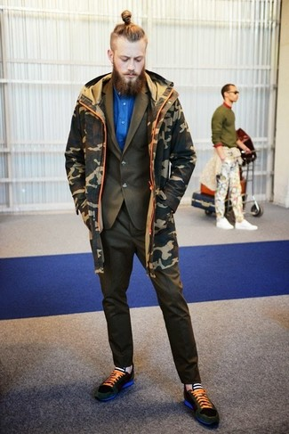 How to wear: dark green suede low top sneakers, blue dress shirt, olive suit, olive camouflage parka