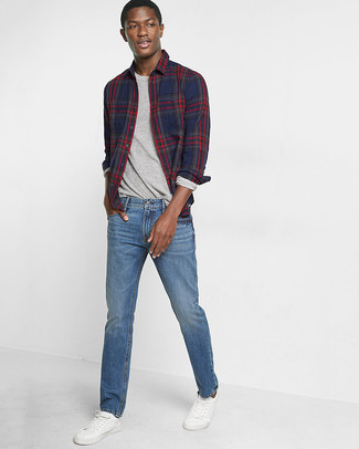 How to wear: white leather low top sneakers, blue jeans, grey long sleeve t-shirt, navy plaid long sleeve shirt