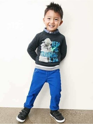 How to Wear Black Sneakers For Boys: Choose a charcoal print sweater and blue jeans for your son for a fun day in the park. Black sneakers are a savvy choice to finish off this look.