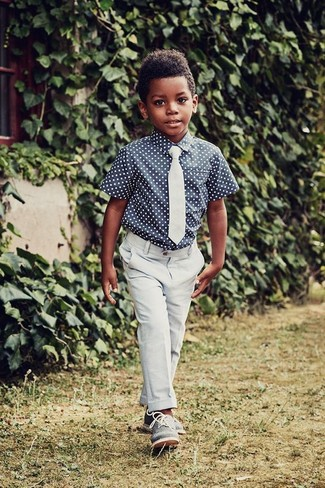 How to wear: light blue tie, blue oxford shoes, light blue trousers, navy polka dot short sleeve shirt