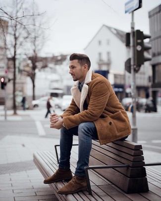 How to wear: brown suede casual boots, blue skinny jeans, blue denim shirt, tobacco shearling coat