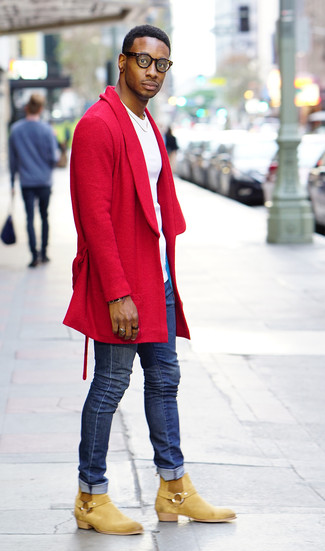 How to wear: tan suede chelsea boots, blue skinny jeans, white crew-neck t-shirt, red overcoat
