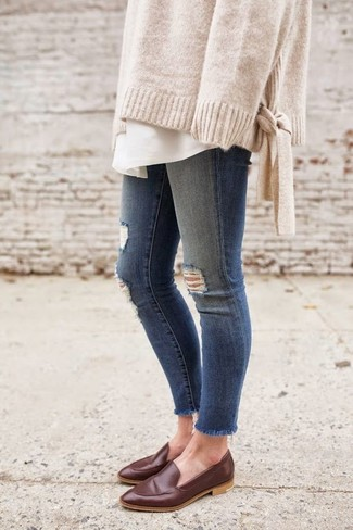 How to wear: dark brown leather loafers, blue ripped skinny jeans, white dress shirt, beige oversized sweater