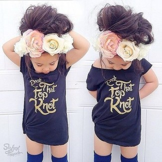 How to Wear Navy Socks For Girls: Your child will look uber cute in a black t-shirt and navy socks.