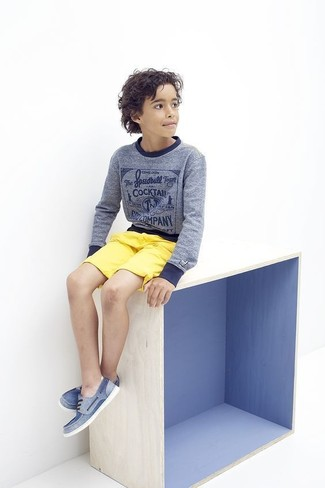 How to wear: blue sweater, yellow shorts, blue boat shoes