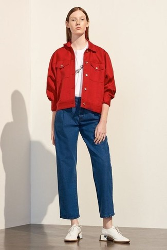 How to wear: white leather oxford shoes, blue denim wide leg pants, white and black print crew-neck t-shirt, red denim jacket