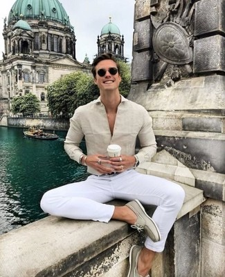 How to wear: black leather belt, beige suede boat shoes, white chinos, beige dress shirt