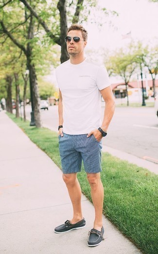 How to Wear a Black Beaded Bracelet For Men: If you're a fan of relaxed styling when it comes to your personal style, you'll appreciate this casual combination of a white crew-neck t-shirt and a black beaded bracelet. Complete this look with charcoal canvas boat shoes to instantly spice up the ensemble.