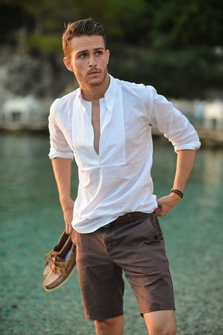 How to wear: dark brown leather belt, brown leather boat shoes, brown shorts, white linen long sleeve shirt
