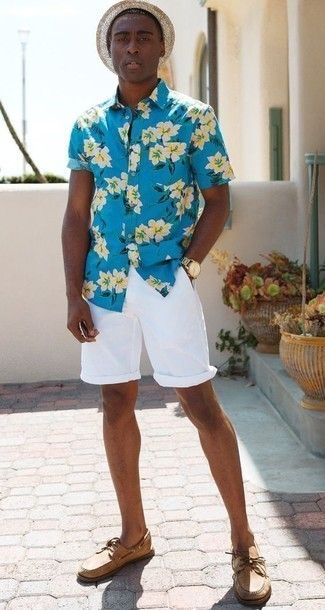 How to Wear a Beige Straw Hat For Men: Reaching for something as straightforward as this bold casual combo of an aquamarine floral short sleeve shirt and a beige straw hat can potentially set you apart from the crowd. To give your overall getup a more polished finish, add a pair of tan leather boat shoes to this ensemble.