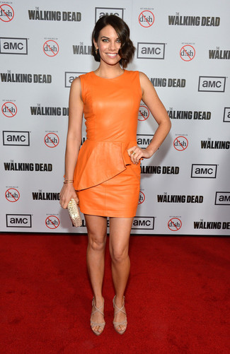 How to wear: orange leather bodycon dress, beige leather heeled sandals, gold leather clutch, gold bracelet