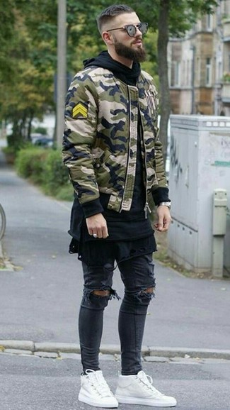 How to wear: olive camouflage bomber jacket, black hoodie, black crew-neck t-shirt, black ripped skinny jeans