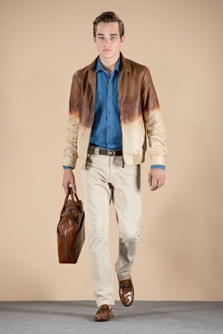 Go for a brown leather bomber jacket and beige chinos for an easy to wear, everyday look. Up the ante of your look with brown leather loafers. When you're having one of those dreary autumn days, sometimes only a kick-ass ensemble like this one can brighten things up.