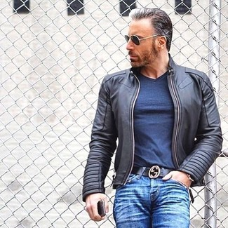 How to wear: black leather bomber jacket, navy v-neck t-shirt, blue jeans, black leather belt