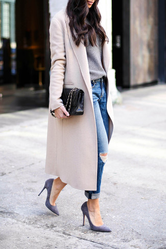 How to wear: violet suede pumps, blue ripped boyfriend jeans, grey crew-neck sweater, beige coat