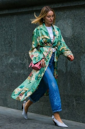How to wear: light blue leather pumps, blue boyfriend jeans, white print crew-neck t-shirt, green floral duster coat
