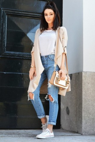 How to Wear a White Leather Crossbody Bag: If you're a fan of relaxed styling when it comes to your personal style, you'll love this absolutely stylish combination of a beige duster coat and a white leather crossbody bag. A pair of white canvas low top sneakers integrates really well within many outfits.