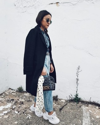 How to wear: white athletic shoes, light blue boyfriend jeans, blue denim jacket, black coat