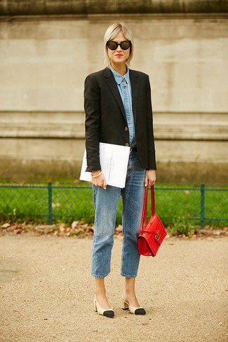 How to wear: black and tan leather pumps, blue boyfriend jeans, light blue denim shirt, black blazer