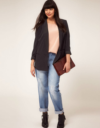 How To Wear Boyfriend Jeans With Ankle Boots: For an ensemble that brings comfort and fashion, pair a black silk blazer with boyfriend jeans. Ankle boots are a fail-safe way to give an extra touch of sophistication to this ensemble.