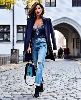 How To Wear Boyfriend Jeans With Ankle Boots: This casual pairing of a navy coat and boyfriend jeans is a safe option when you need to look chic in a flash. A pair of ankle boots will add a classier twist to an otherwise everyday outfit.